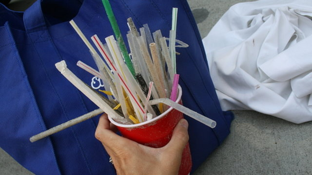 Ask Applebee's to keep 180 million plastic straws out of landfills and waterways!