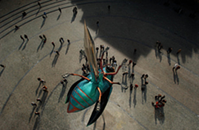 Weg met Fabre's Totem op Leuvense Ladeuzeplein