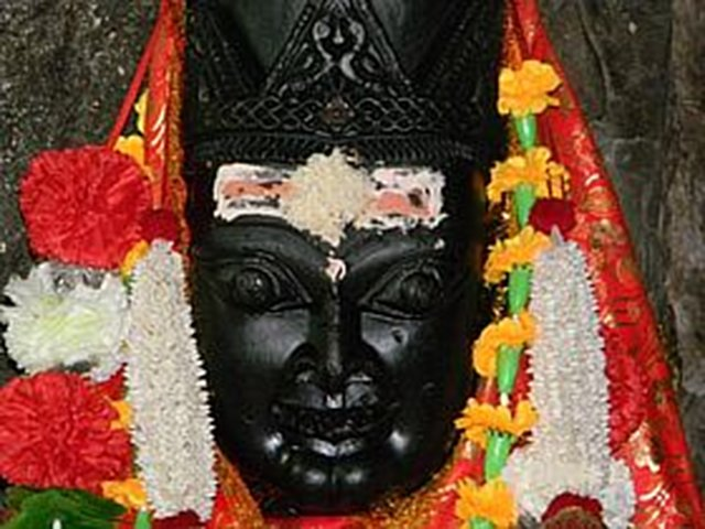 Establish the Idol of Maa Dhari Devi in her temple at Uttrakhand.