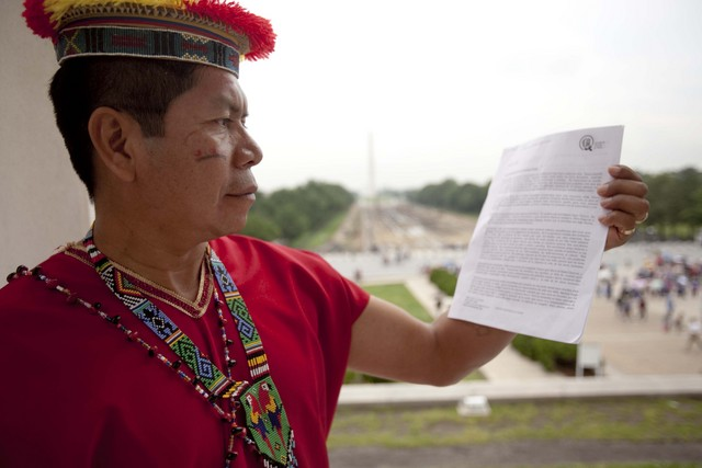 Bring 30,000 Ecuadorian voices face-to-face with Chevron to demand justice for destroying the Amazon