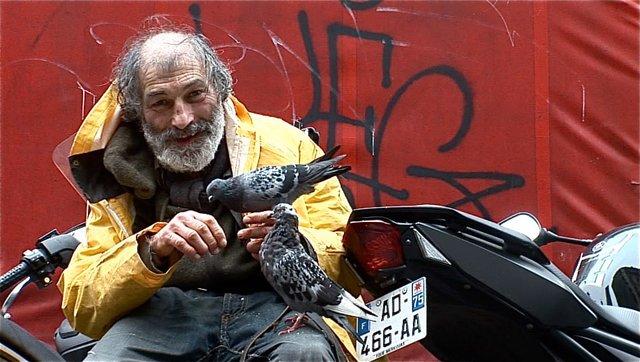 Giuseppe, retraité français expulsé  de son logement et rendu SDF (Engl. translation below) pour