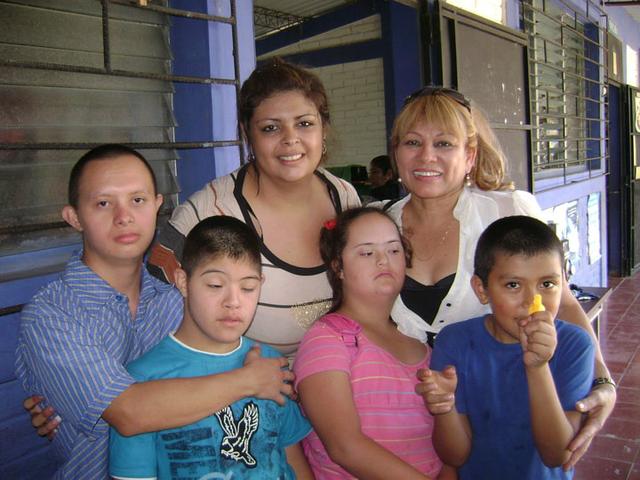 "Proyecto ""Mochila Escolar Para niños de Barrio"""